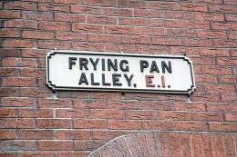 Source: http://www.barnyard.co.uk/photos/london-20051001/