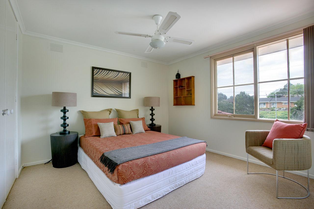1280px-Bedroom_Mitcham