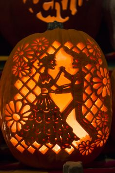 Image source: http://afterdorms.com/halloween/5367-gorgeous-pumpkins-at-dia-de-los-muertos-denverbotanicgardens-diadelosmuertos.html
