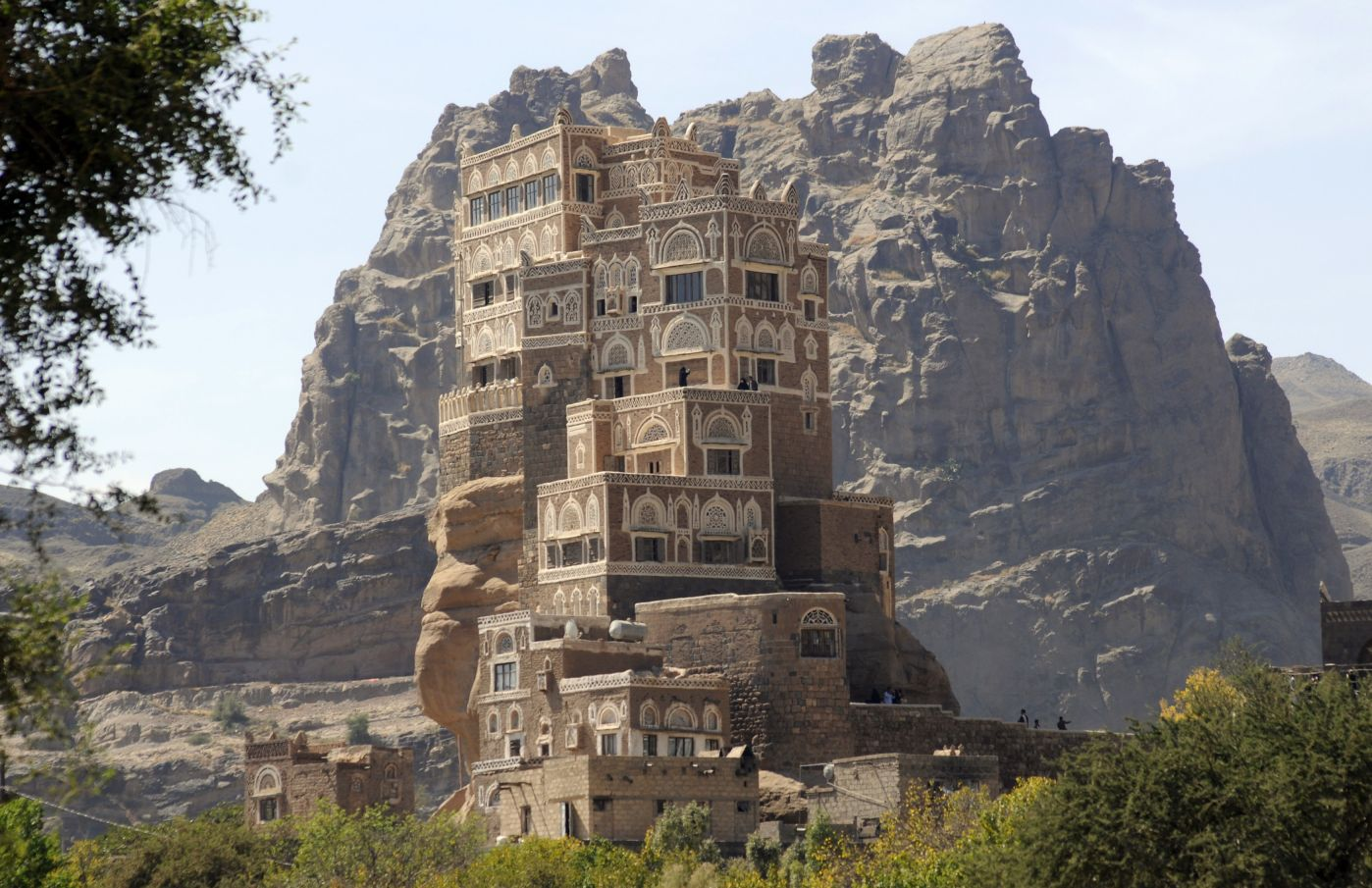 Dar al-hajar, a rock palace built in the 1930s, is seen near Sanaa November 7, 2011. Hundreds of Muslims around the country visit the monument during Eid al-Adha. REUTERS/Mohamed al-Sayaghi (YEMEN - Tags: SOCIETY)