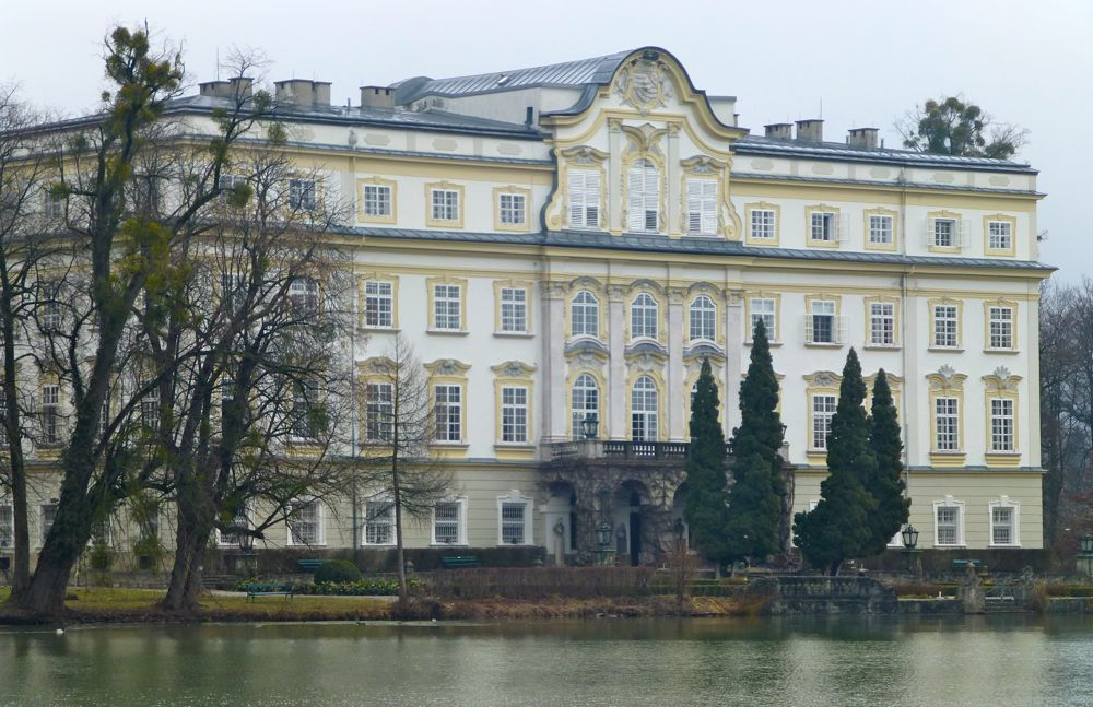 House from sound of music the 50 best on screen homes the for Top 50 house songs