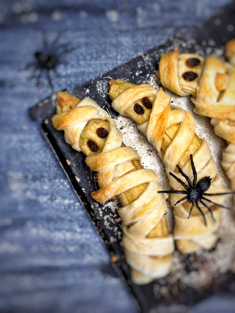 Banana-Mummies Halloween recipes for Vegan, Veggie and gluten-free