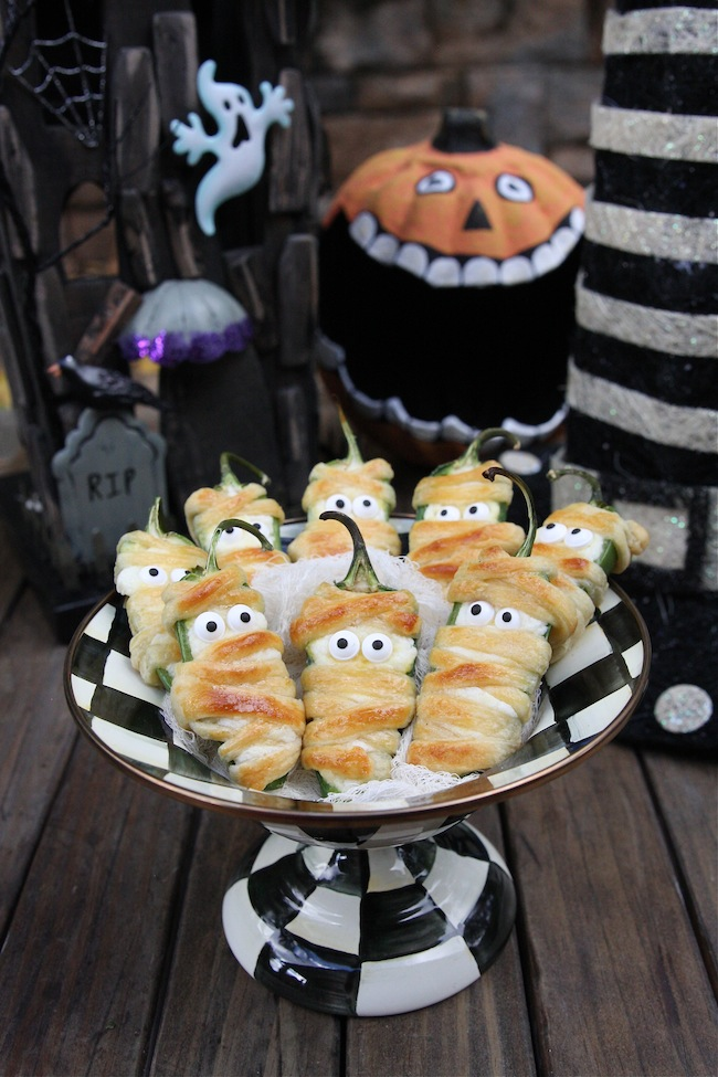Image source: http://www.thehopelesshousewife.com/?hhw_recipes=halloweeno-jalapeno-popper-mummies#.WAdM__krIdW