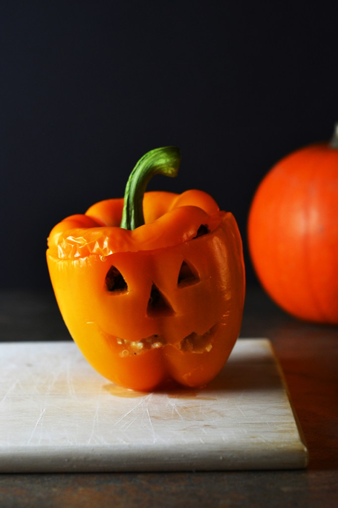 Jackolantern-Quinoa-Stuffed-Peppers Halloween recipes for Vegan, Veggie and gluten-free