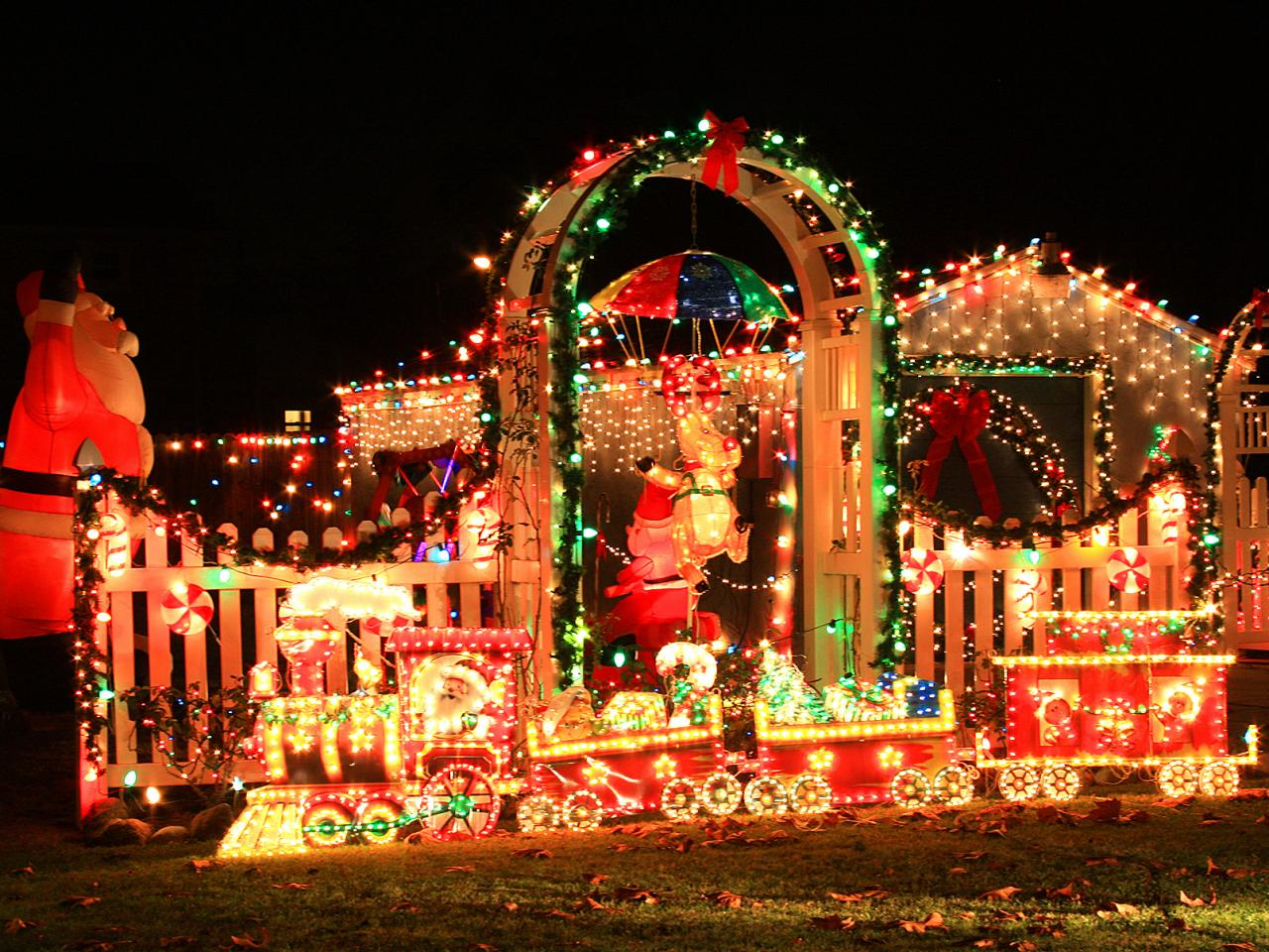 30 Crazy Christmas Houses The House Shop Blog