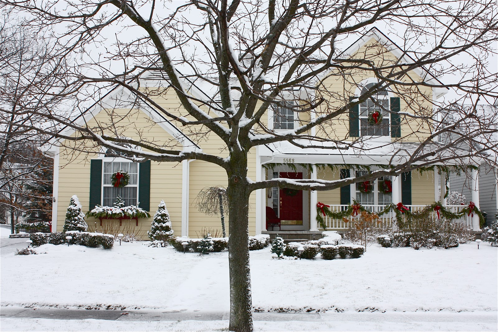 Top 10 different ways to decorate this christmas the - Christmas decorating exterior house ...
