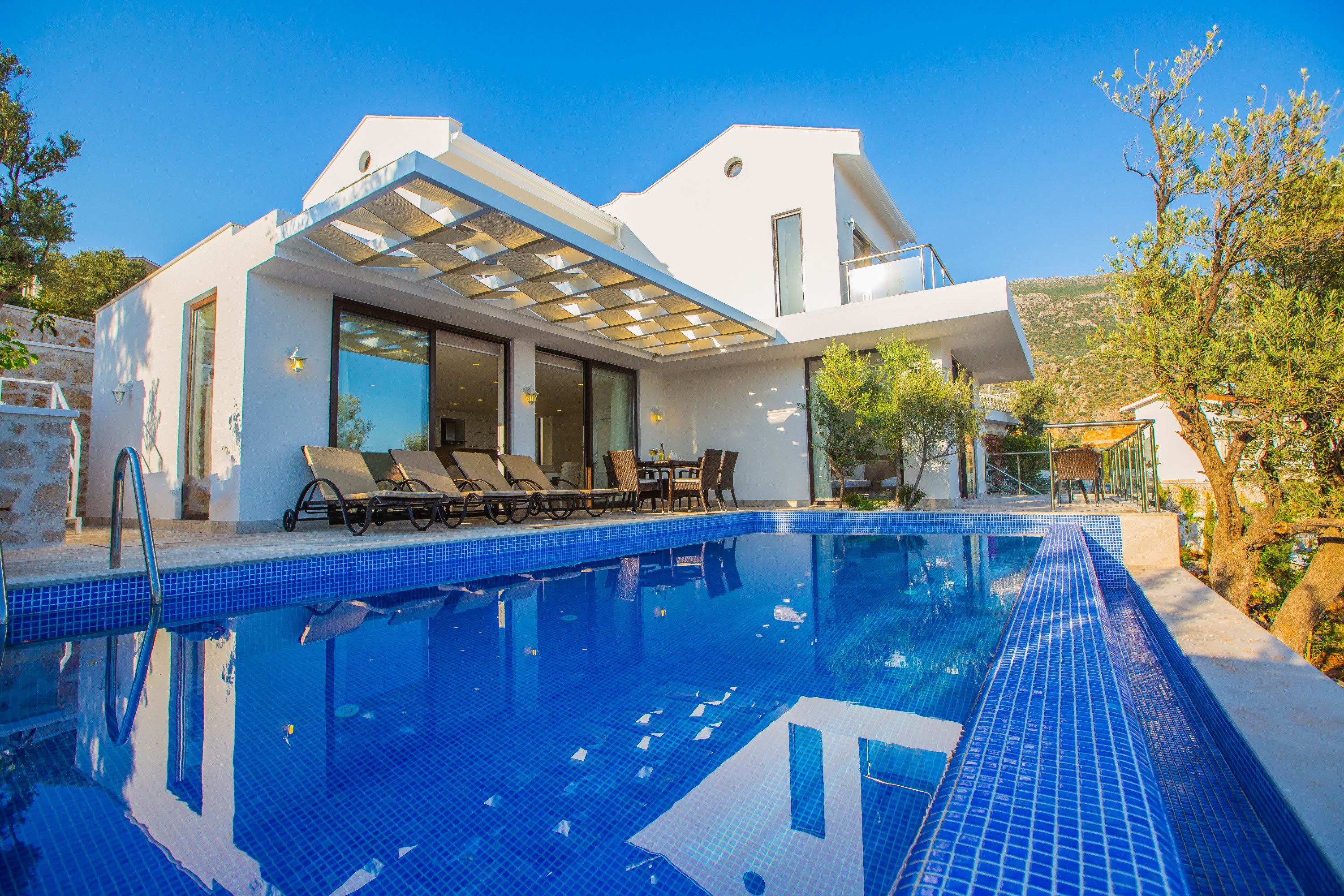 Top Reasons Why A Luxury Villa Might Be A Better Vacation Option