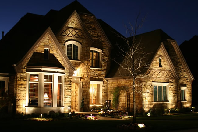 5 Exterior Lighting Tips To Show Off Your House At Night | The House ...