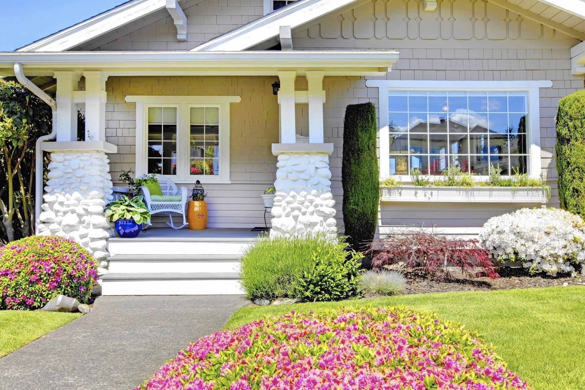 Easy Ways To Instantly Improve Your Home's Curb Appeal