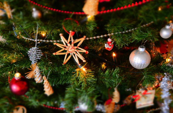 5 Christmas decor tips for rental homes
