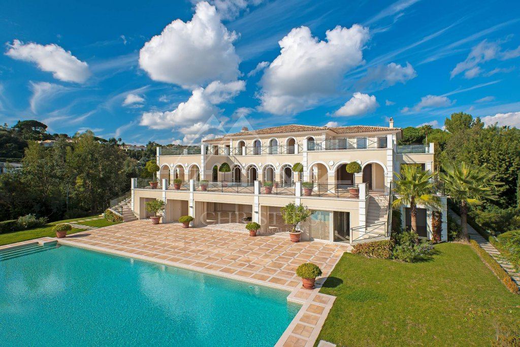 Here is why you should get a Luxury House in France