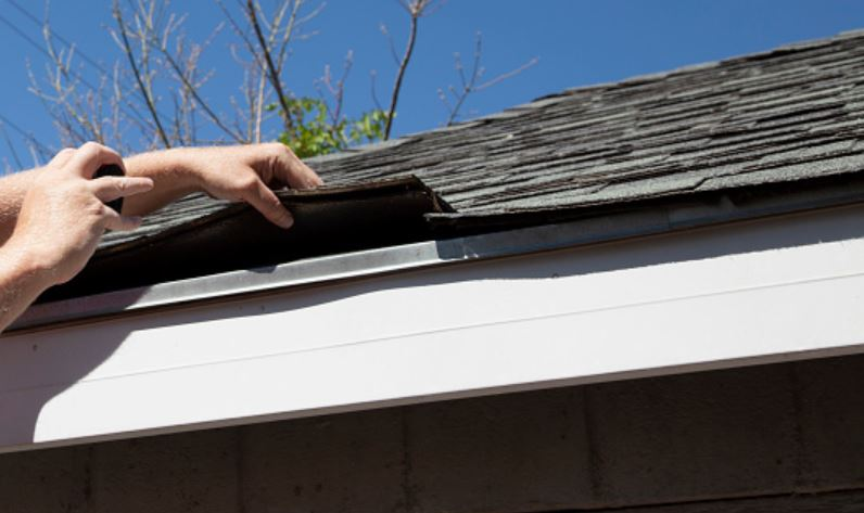 How to Check the Roof Before Buying a House